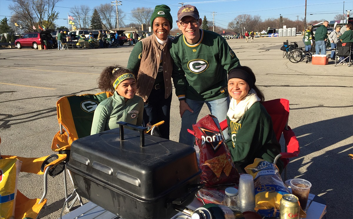 Scott_Allen_and_family_at_Packer_game